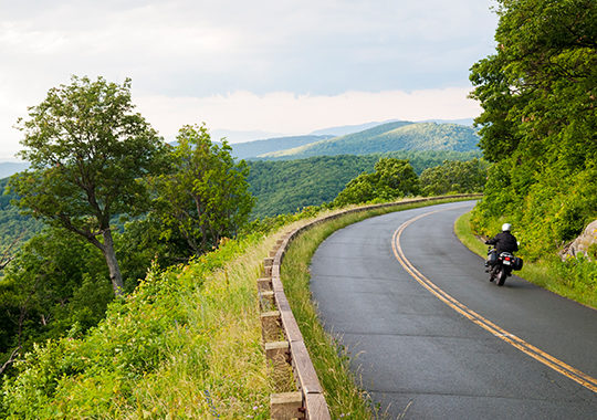 motorcycle_driving on_blue_ridge_parkway_